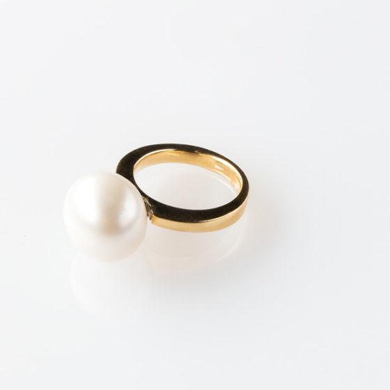 Anello in oro giallo con perla