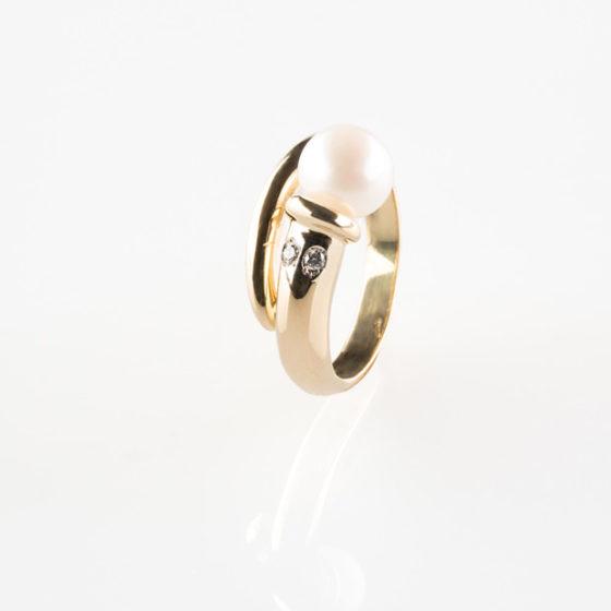 Anello d'oro con perla e diamanti