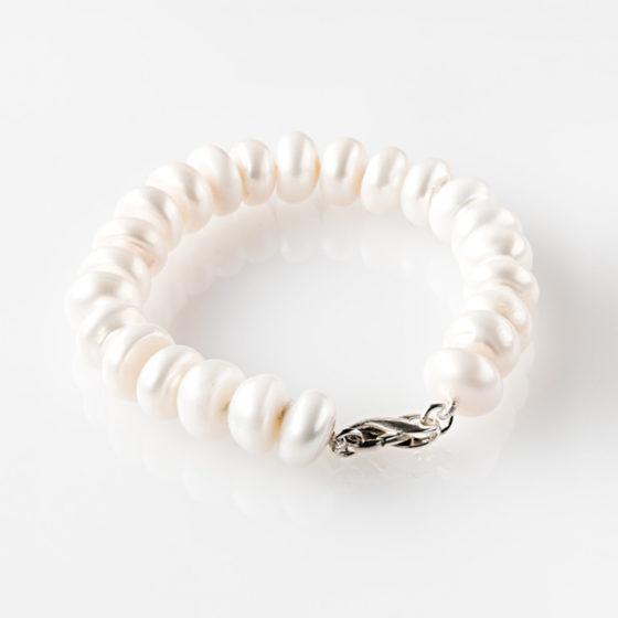 Bracciale in argento con perle a bottone