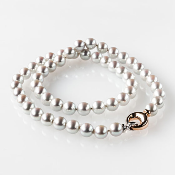 Collana di perle Akoya grigie in oro
