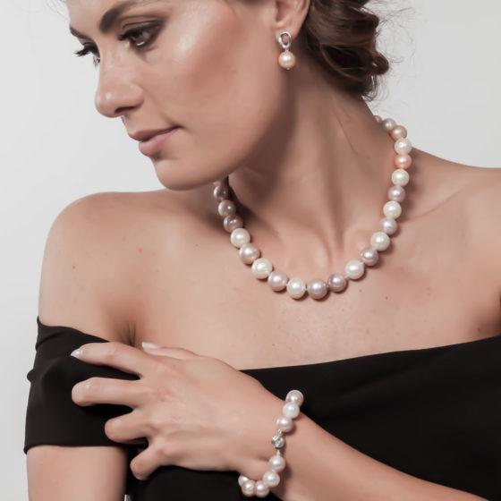 Collier di perle e oro: Giove